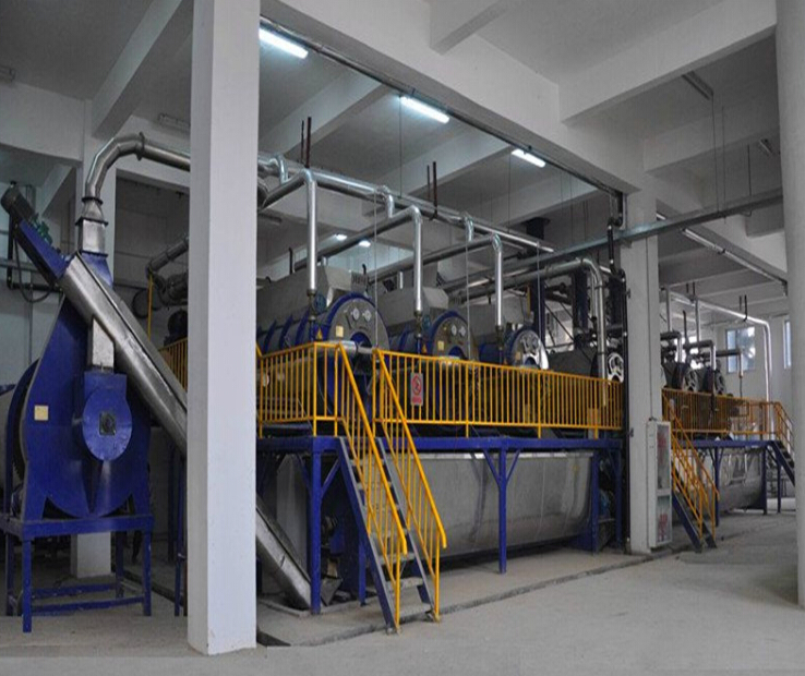 Animal oil vacuum refining